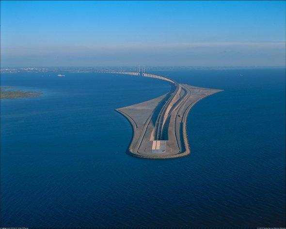 El puente que se convierte en túnelsubmarino