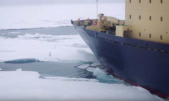 Así es como suben los marinos finlandeses a bordo de un carguero de 200 metros enmovimiento